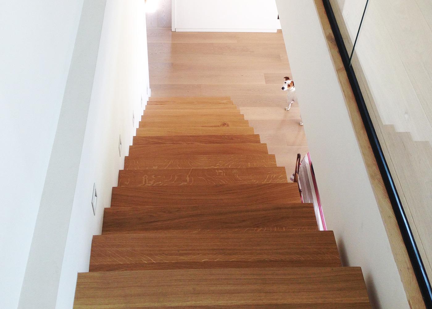 Escalier flottant - Marche en chêne massif