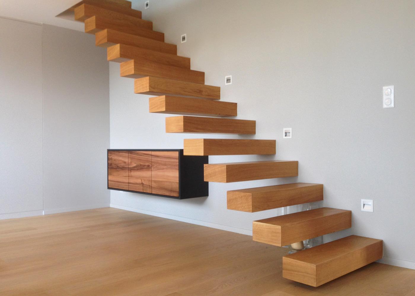 Escalier flottant en chêne