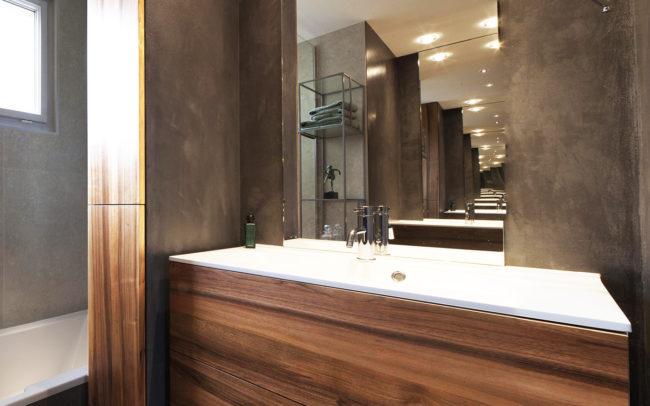 Meuble de salle de bain en noyer